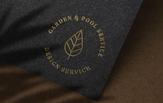黑纸纹理上的豪华金色徽标样机